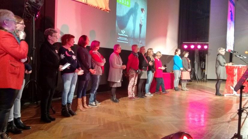 12. Frauenpolitische Ratschlag startet mit einer außergewöhnlichen Bandbreite von Teilnehmerinnen und Grüßen