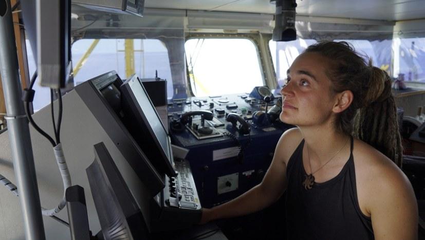 Grußwort von Kapitänin Carola Rackete
