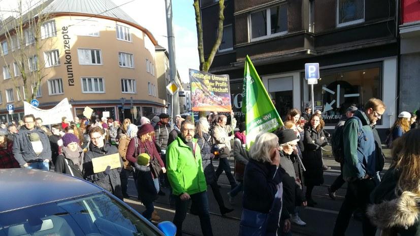 600 demonstrierten für wirkliche Umweltschutzmaßnahmen