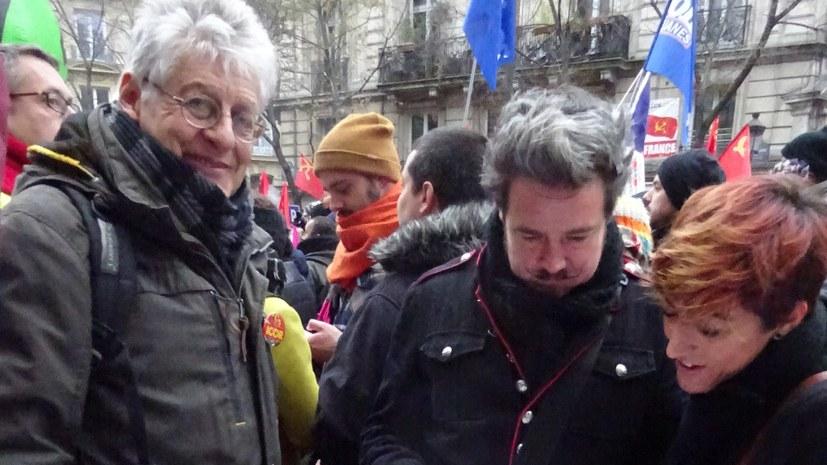 Massenstreiks und -demonstrationen gegen Regierungspläne