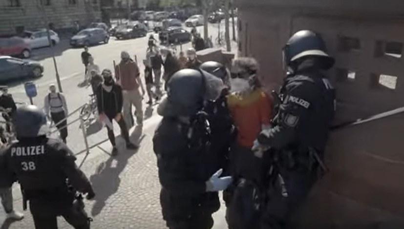 Polizeigewalt gegen Flüchtlingsdemonstration