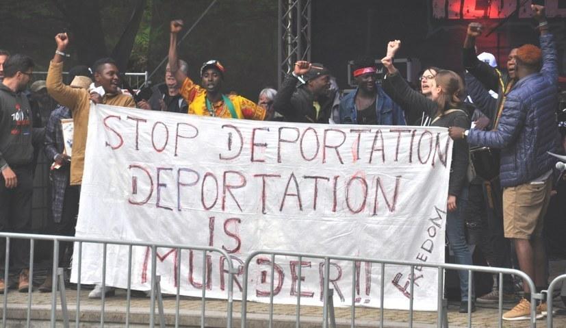 """Heute wie damals: """"Wir sind Flüchtlinge, keine Kriminellen!"""""""