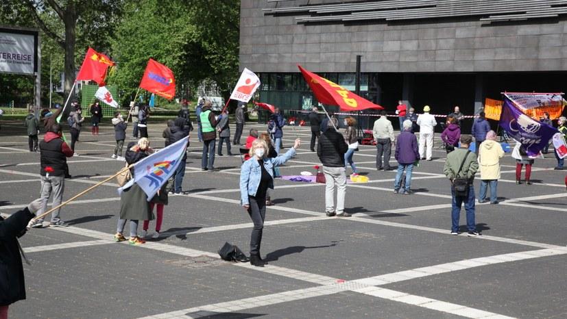 Mai-Kundgebungen, Demonstrationen und andere öffentliche Aktionen an über 100 Orten