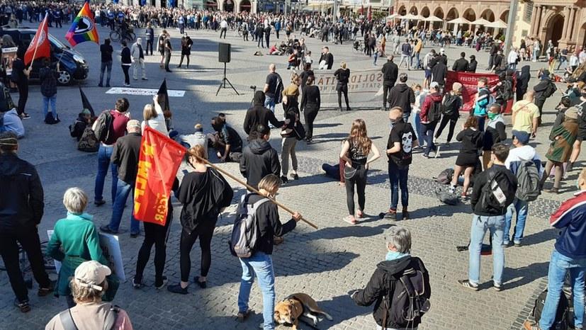 Zwei Kundgebungen auf dem Marktplatz in Leipzig
