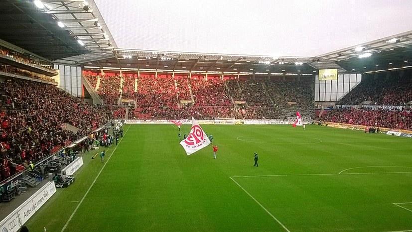 Bundesliga-Neustart – Fanlust und Fanfrust