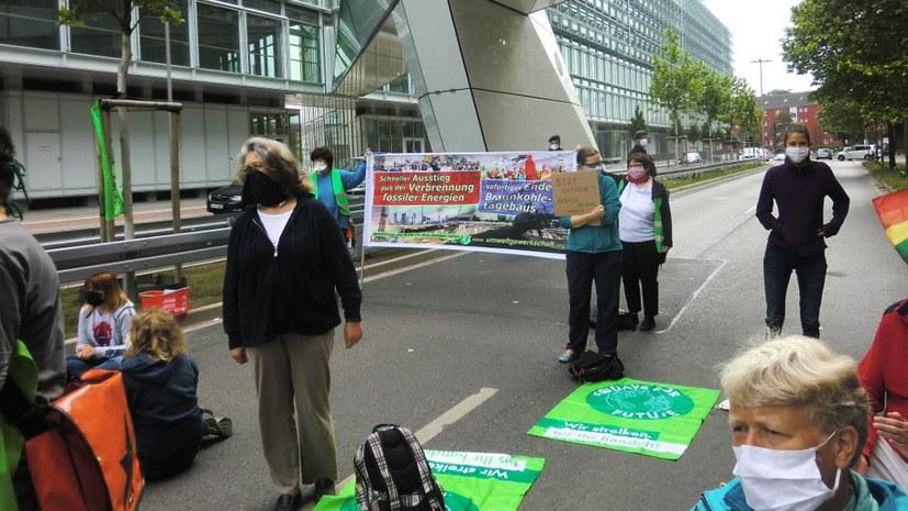 Protest vor Uniper-Zentrale gegen Inbetriebnahme von Datteln IV