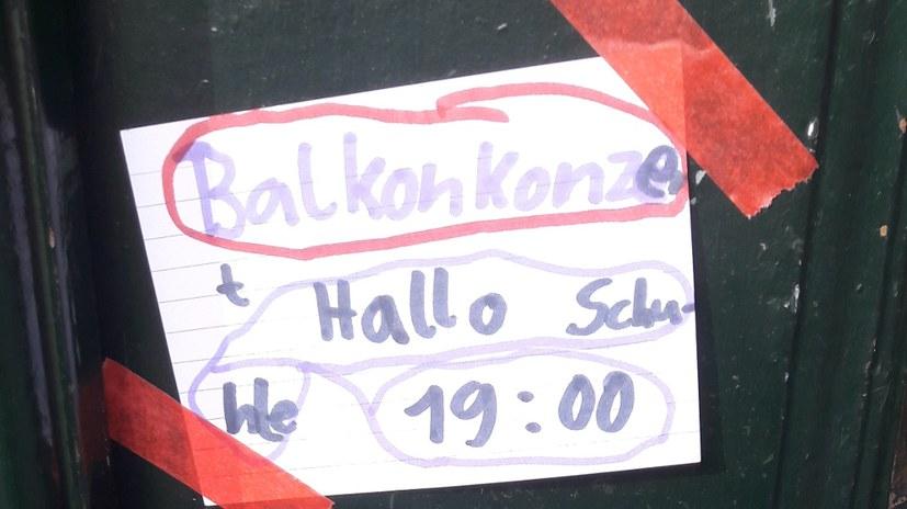 """""""Hallo Schule!"""" - Sechstes Balkonkonzert in der Moosdorfstraße"""