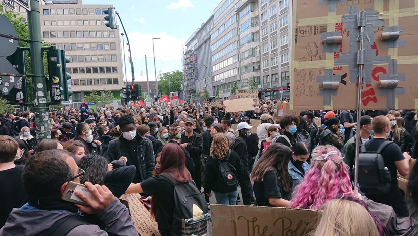 """35.000 bei antirassistischem Protest - von wegen """"Schweigemarsch""""!"""