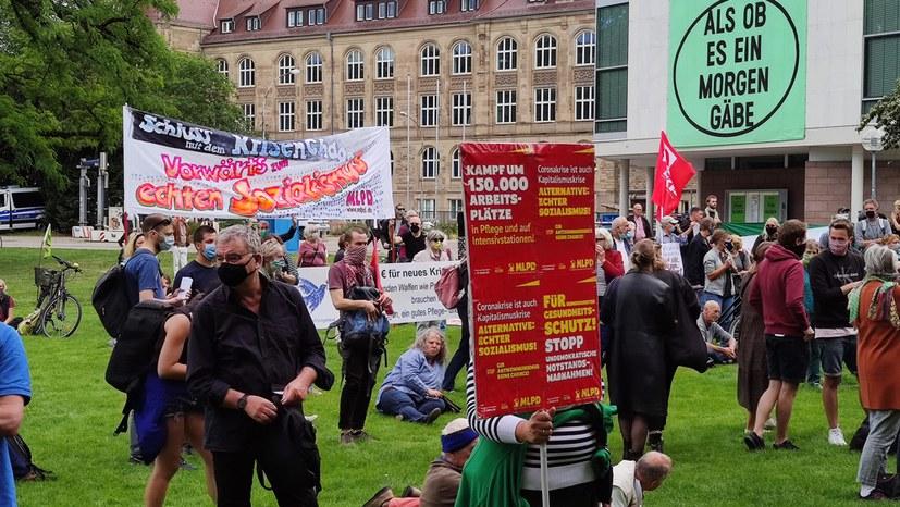 Kundgebung gegen Krisenchaos - Antikommunistische Attacke zurückgewiesen
