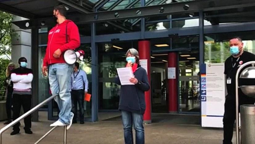 Antirassistische Kundgebung von Beschäftigten am Uniklinikum