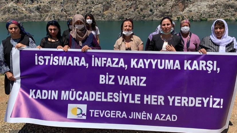 Frauen in Riha protestieren gegen Missbrauchsamnestie