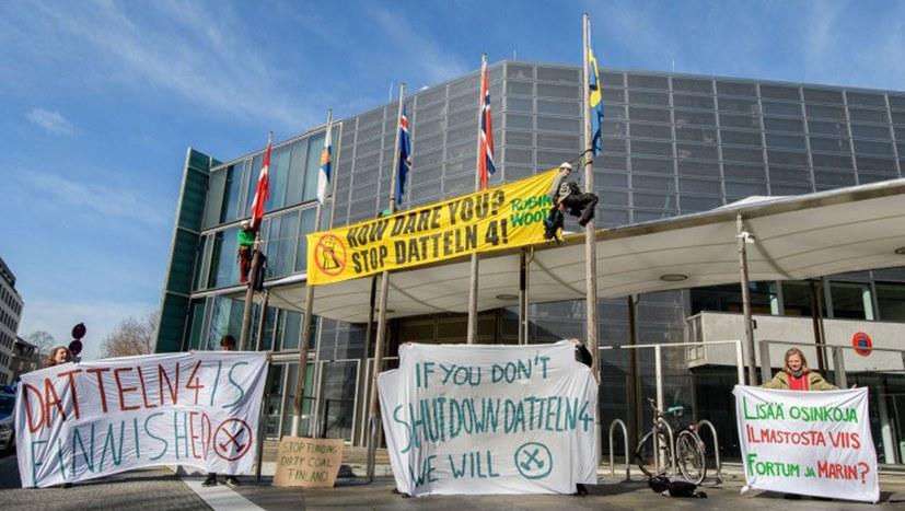 """Protest von """"Change for Future"""" im Schatten der Kühltürme von Datteln IV"""