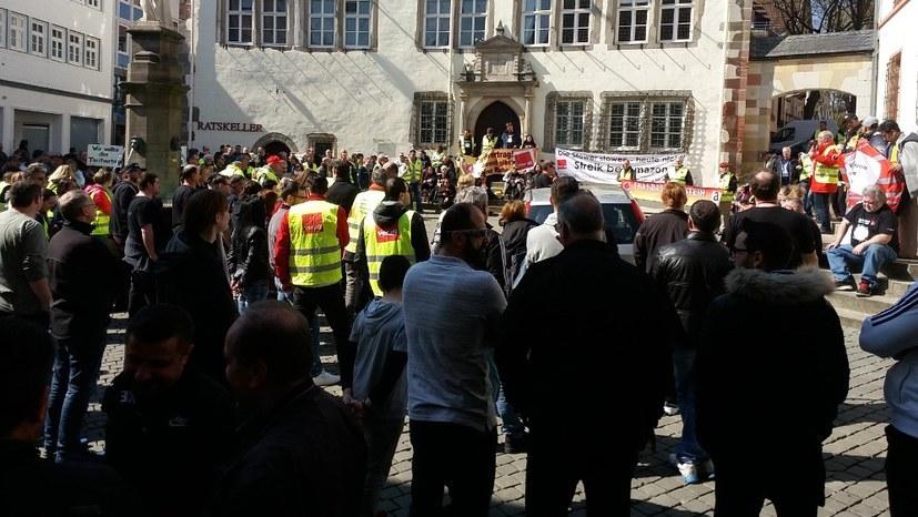 Solidarität mit den streikenden Kollegen bei Amazon