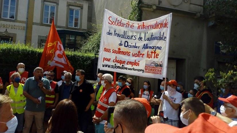 SMART: Belegschaft streikt und demonstriert - Sindelfinger Kollegen mit dabei