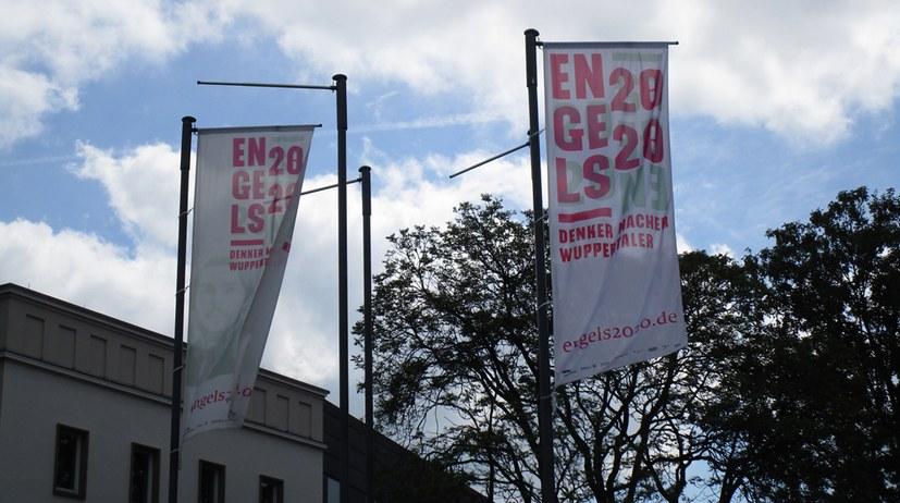 Stadt Wuppertal hisst weiße Fahnen im Engels-Jahr
