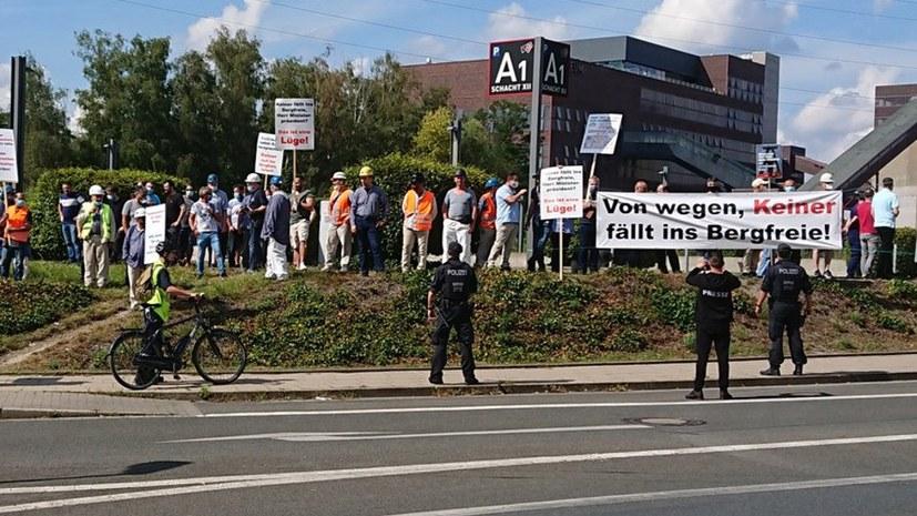 Proteste vor Zeche Zollverein/Essen - Kritik an Merkel und Laschet – aber von links!