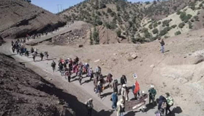 Marsch von armen Bauern gegen Hunger und staatliche Repression
