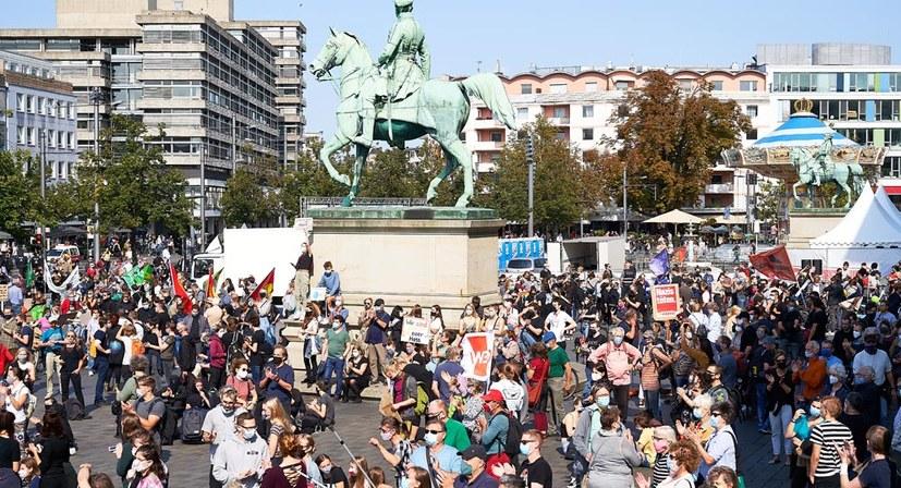5000 auf der Straße gegen den AfD Landesparteitag