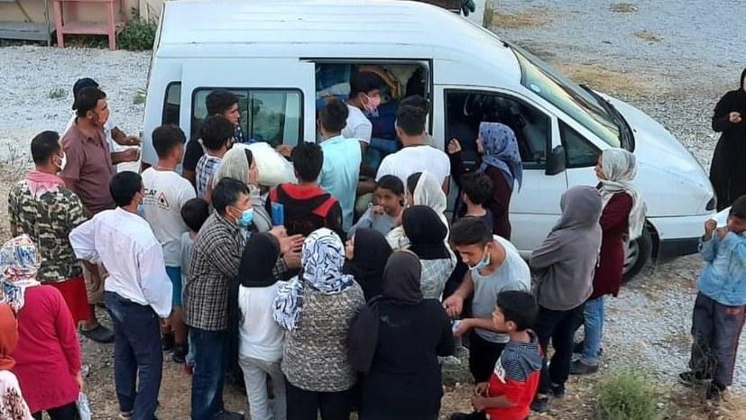"""""""Wir wollen weg aus Lesbos. Lasst uns frei!"""""""