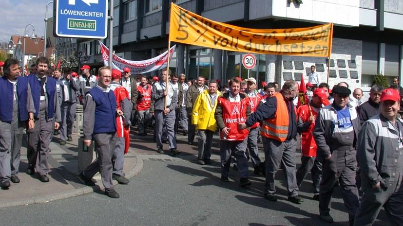 Opel: Belegschaft herausgefordert gegen Tabubruch offener Kündigungsdrohungen