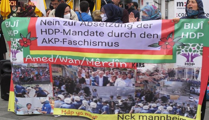 Protest gegen Massenverhaftungen in der Türkei