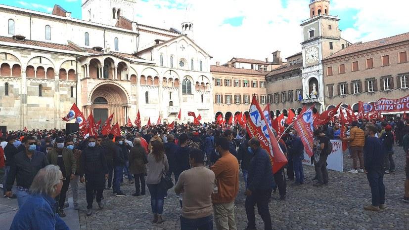 Hunderte demonstrierten bei Protest gegen die Entlassung von 500 Kollegen