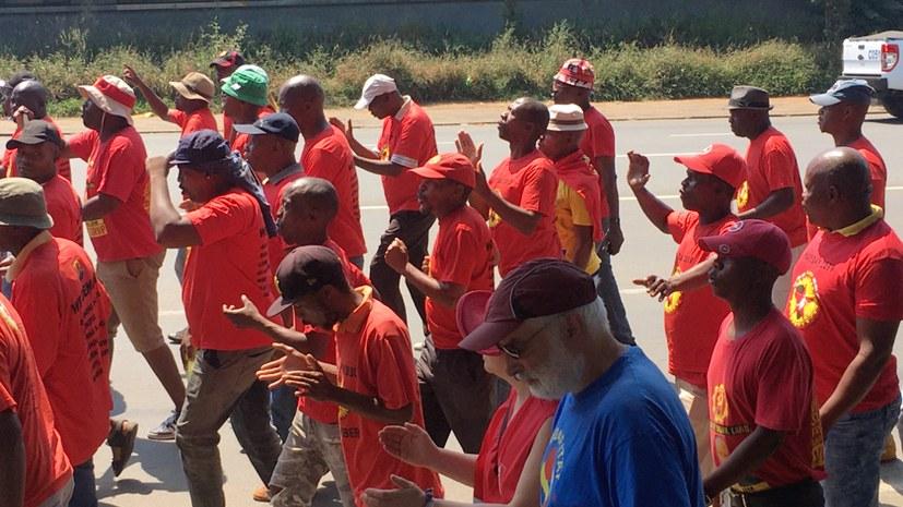 Betriebsratsvorsitzender im Werk East London / Südafrika erklärt deutschen Kollegen die Solidarität