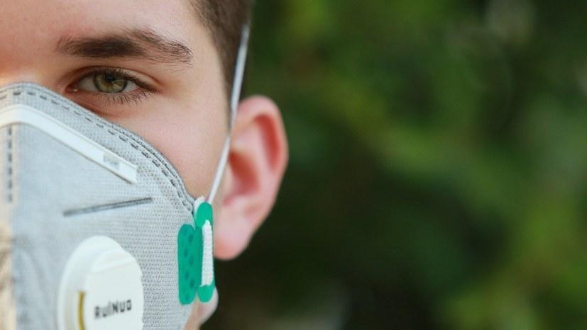 Darf man als PKW-Fahrer eine Maske tragen?