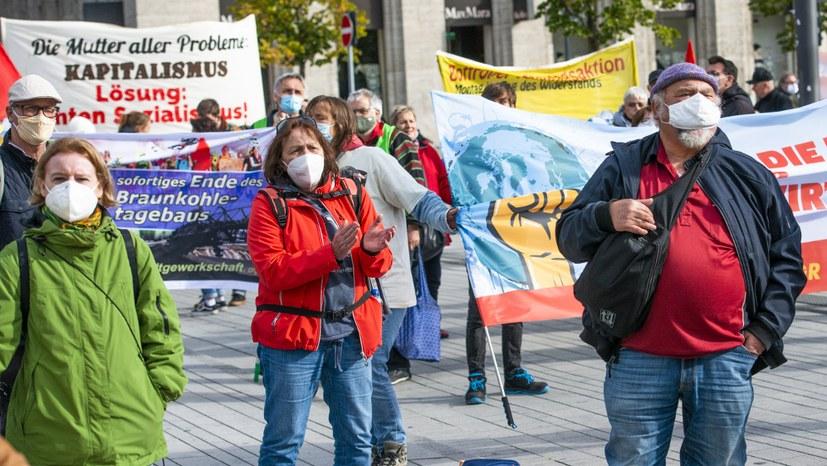 Für Gesundheitsschutz und gegen die Abwälzung der Krisenlasten auf die Massen auf die Straße
