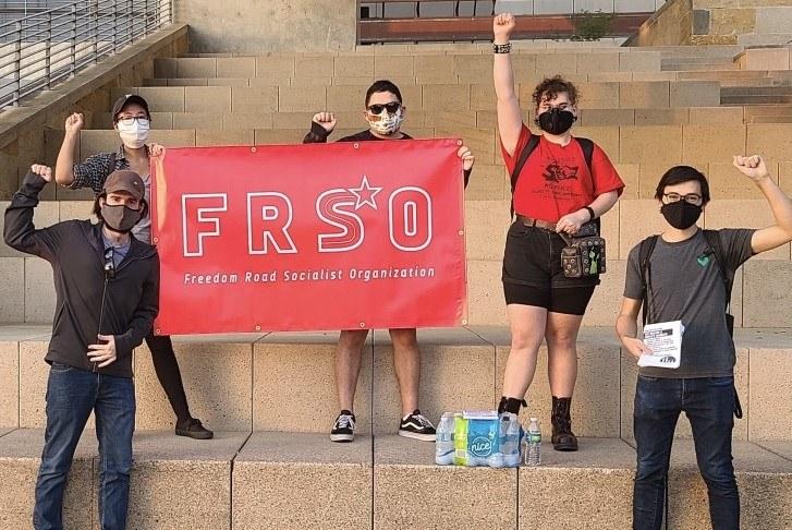 Revolutionäre Kräfte - hier bei der Demo in Austin (USA) - müssen stärker werden (Foto: FRSO)