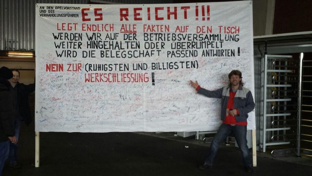 Trendsetter: Das Unterschriftentransparent der Bochumer Opelaner aus 2014 (rf-foto)