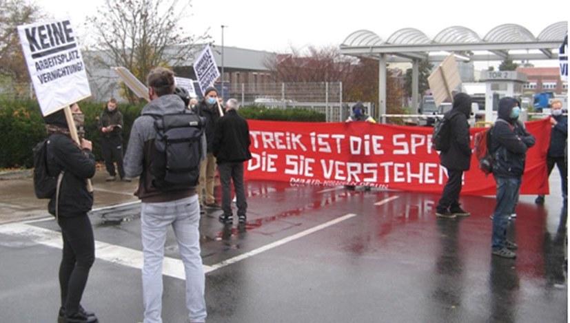 Daimler-Marienfelde: Erneut LKW-Tor blockiert