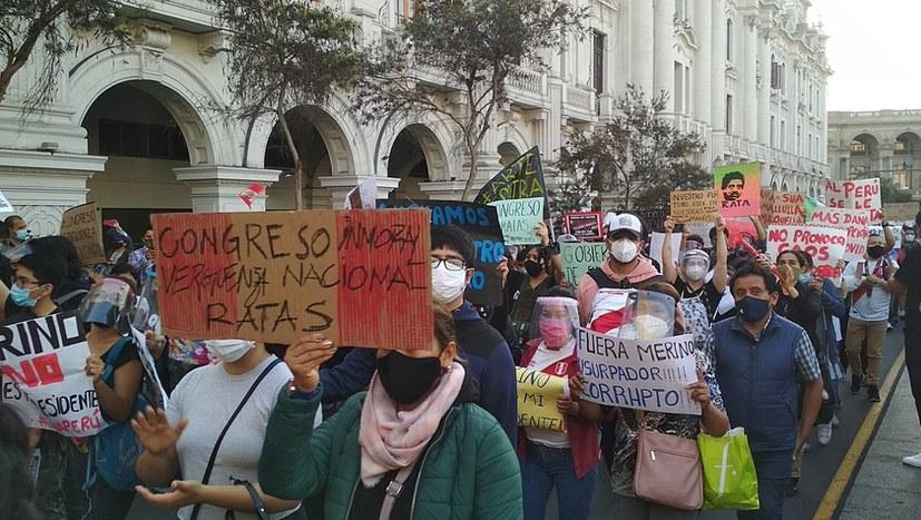 """Massenproteste gegen """"Putsch des Parlaments"""" - Präsident Merino ist zurückgetreten"""