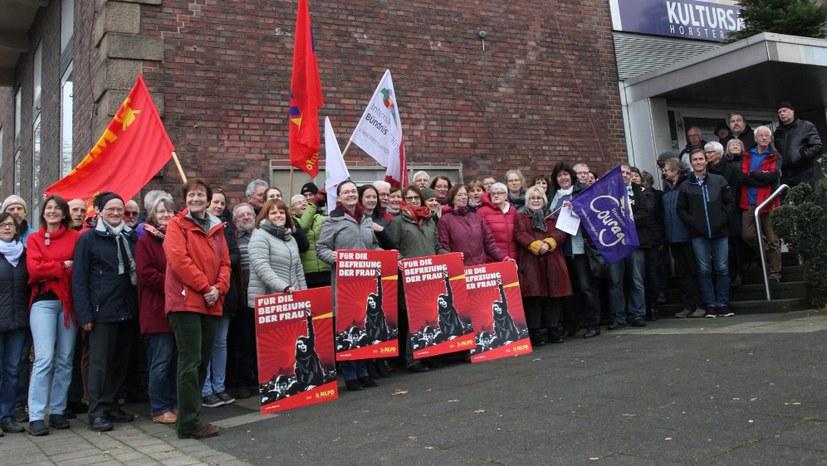 Herzliche Einladung zur Fahnenhiss-Aktion am 25. November vor der Horster Mitte!