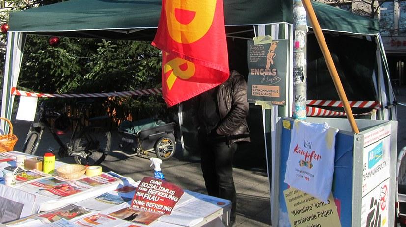 Den samstäglichen Infostand Friedrich Engels gewidmet