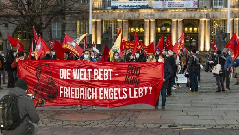 Impressionen von politischen Versammlungen der MLPD zu Engels' Geburtstag und Demonstration sind online