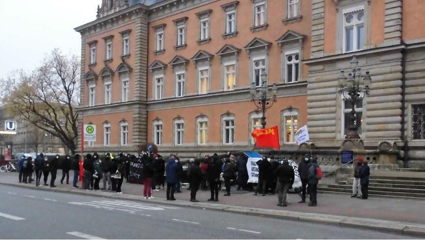 """Protest gegen Pilotprozess gegen fünf Angeklagte im """"Rondenbarg-Prozess"""""""