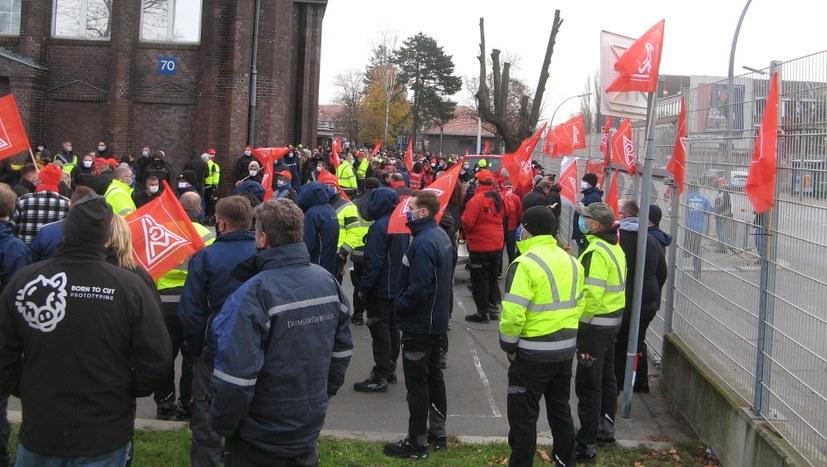Protestkundgebung vor Bau 70