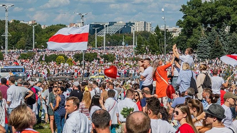 Die weiß-rote Fahne - Zeichen für Freiheit und Unabhängigkeit?