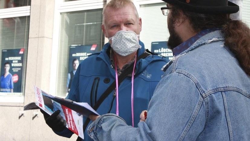 Polizei Recklinghausen behindert Flugblattverteilen und Unterschriftensammlung