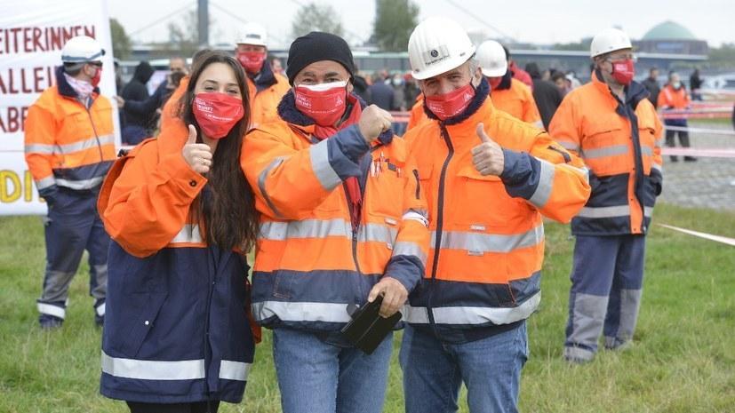 """""""Schluss mit Einschüchterung und Unterdrückungsmaßnahmen gegen kämpferische Stahlarbeiter!"""""""