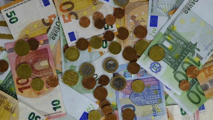 Die Konzerne sparen Milliarden Euro, die sie an Löhnen und Gehältern zahlen müssten