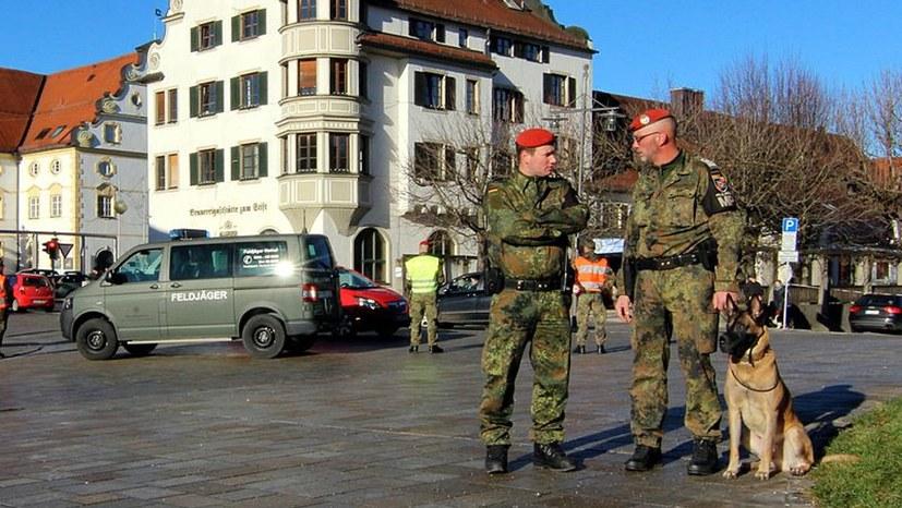 Beschleunigte Militarisierung und Ausbau des staatlichen Gewaltapparats