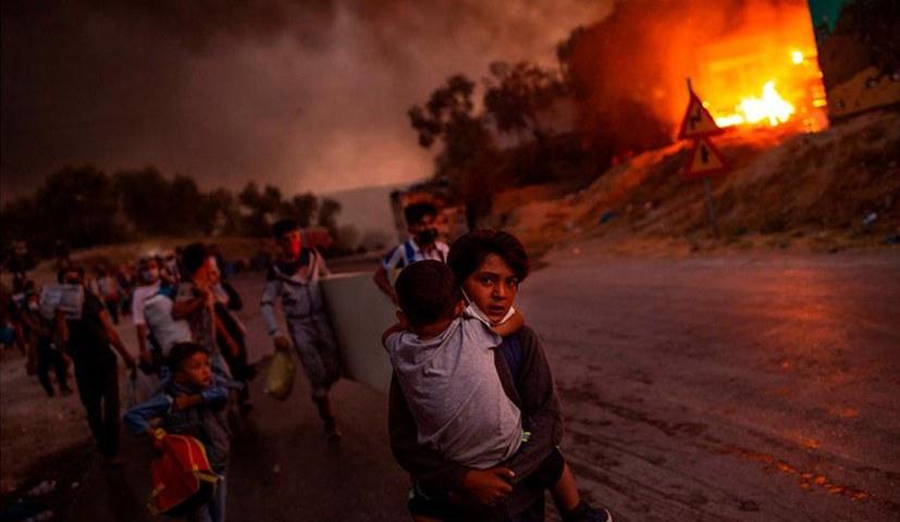 Foto von den vor dem Feuer von Moria fliehenden Kindern wird UNICEF-Foto des Jahres