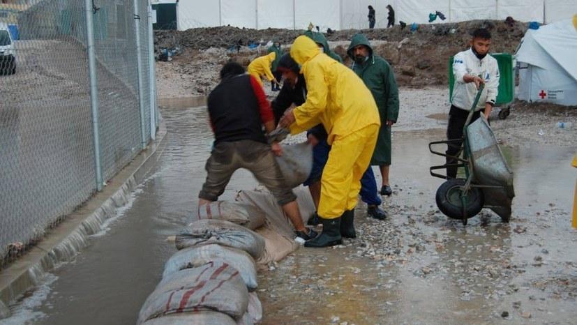 """Lager Kara Tepe / Lesbos: Katastrophale Zustände - Flüchtlinge packen an"" - Bildreport ist online!"