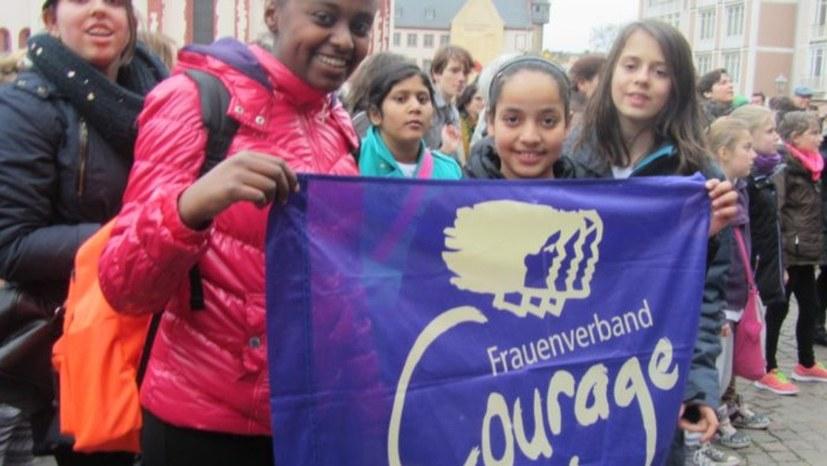 Streitbar, solidarisch, selbstbewusst - für die Befreiung der Frau weltweit!