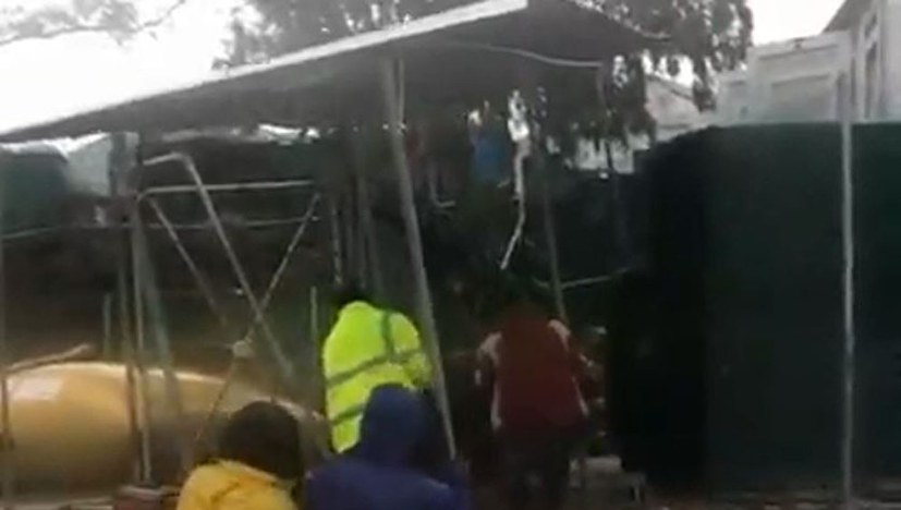 EU-Duschen in Kara Tepe angekommen