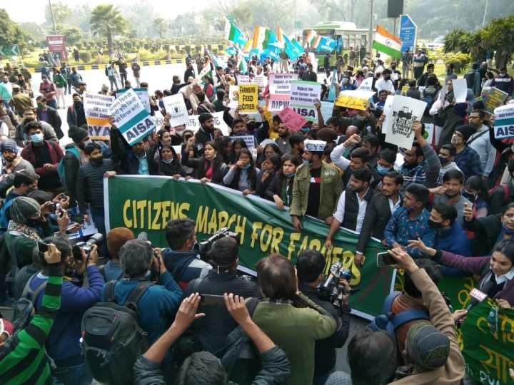 Bürger von Delhi unterstützen die kämpfenden Klein- und Mittelbauern