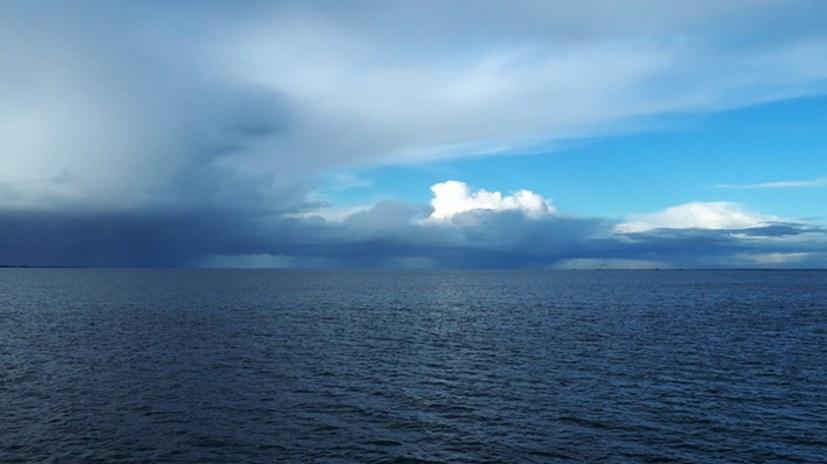 Dialektischer Spaziergang durch Himmel, Wolken, Meer und Land
