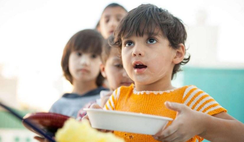 Kostenlose Gesundheitsversorgung, FFP-2-Masken, warme Mahlzeiten und Kinderbetreuung!